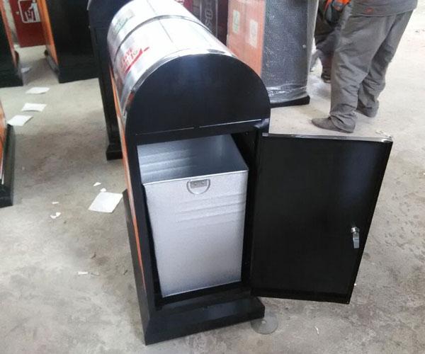 雨棚顶挡板钢木分类垃圾桶