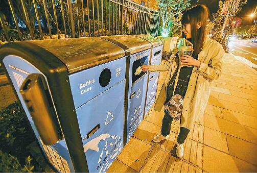 街头垃圾箱